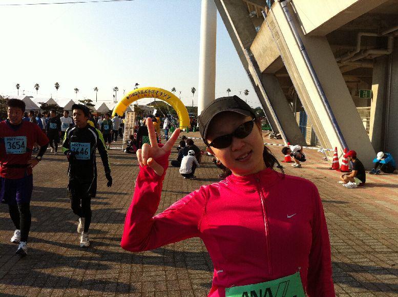 宮崎での青島太平洋フルマラソン完走の時のゴール写真。出産後の今は、トライアスロン目指して、バイク・スイムのトレーニングを重点的にやっているそうです。
