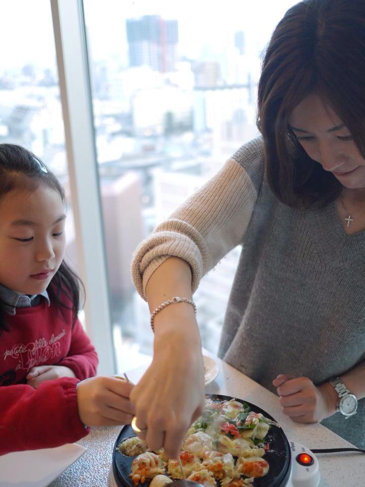 高山さんと娘さん@料理中