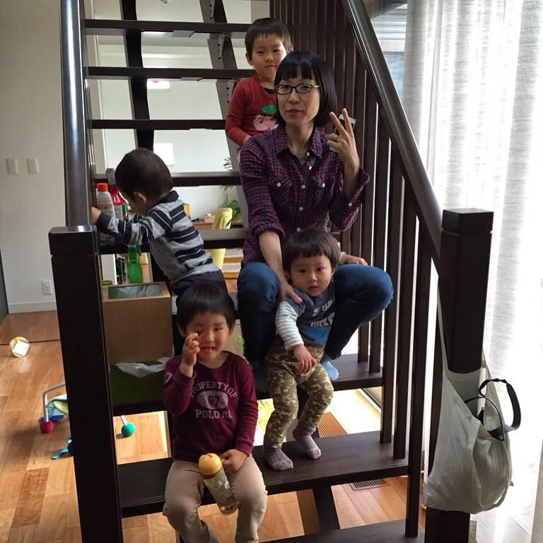 3歳、2歳、1歳の年子の従兄弟たちと