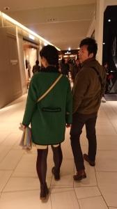 お正月に帰省した娘さんがパパとお買いもの。 小さいころからずっと仲良しの父娘だそうです。
