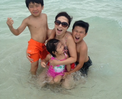 下村さんと3人のお子様たち