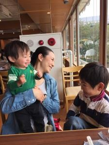 写真 2017-04-29親子3人レストラン50