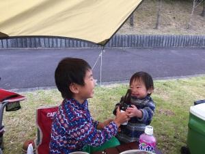 写真 2017-04-30 キャンプ場で楽しく遊ぶ兄弟50