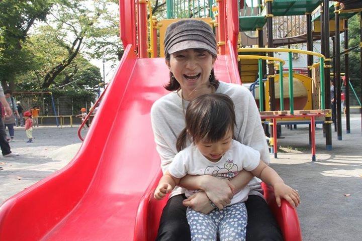 当時2歳の娘と公園で